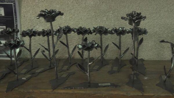 Кузнец из Израиля делает цветы из бомб - Sputnik Абхазия