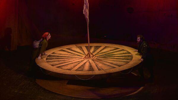 Спектакль по пьесе немецкого поэта и драматурга Бертольта Брехта Кавказский меловой круг - Sputnik Абхазия