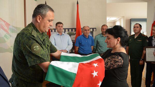 Дубликат Знамени Победы передан на хранение в музей Боевой Cлавы Абхазии - Sputnik Абхазия