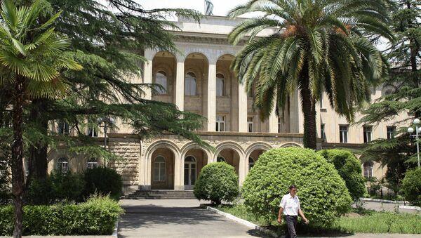 Дом правительства Абхазии в Сухуме. Архивное фото. - Sputnik Абхазия