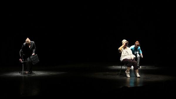 Последняя гастроль: как Три высокие женщины простились со сценой в Сухуме - Sputnik Абхазия