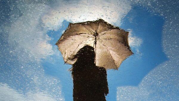Девушка с зонтом - Sputnik Абхазия