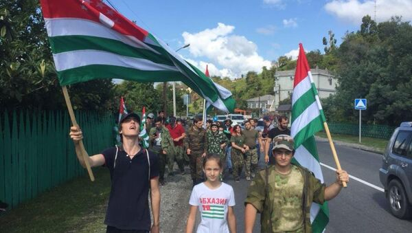 Молодежь идущая в Гал - Sputnik Абхазия