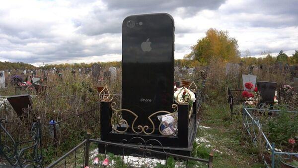 Надгробие в виде айфона - Sputnik Абхазия