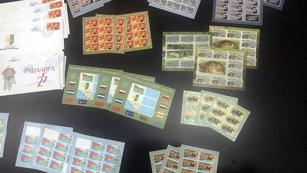 К 25-летию Победы в Абхазии выпущены юбилейные марки и конверты - Sputnik Абхазия