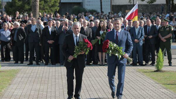 Церемония открытия в Очамчыре памятника погибшим в Отечественной войне народа Абхазии - Sputnik Абхазия