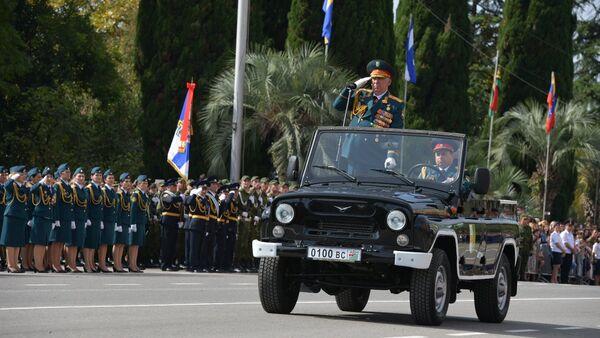 Мираб Кишмария на Параде Победы - Sputnik Абхазия