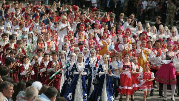 Школьники на Параде Победы - Sputnik Абхазия