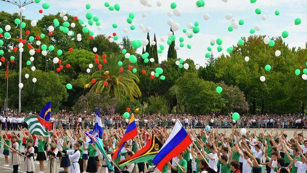 Военный парад, посвященный 25-летию Дня Победы и Независимости Абхазии,  на площади Свободы в Сухуме   - Sputnik Аҧсны