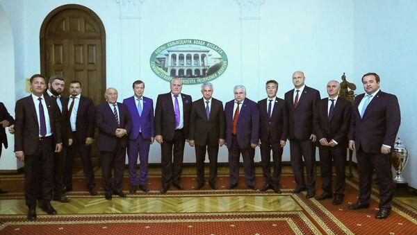 Рауль Хаджимба встретился с делегацией Государственной Думы Российской Федерации - Sputnik Абхазия
