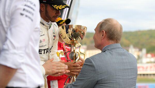 Президент РФ В. Путин посетил гонки чемпионата мира Формула-1 в Сочи - Sputnik Абхазия