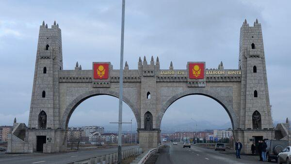 Арка Аланские ворота при въезде в город Магас. - Sputnik Аҧсны