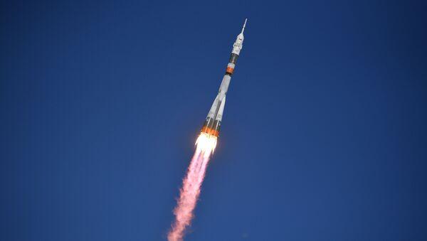 Старт ракеты-носителя Союз-ФГ с пилотируемым кораблем Союз МС-10 - Sputnik Абхазия