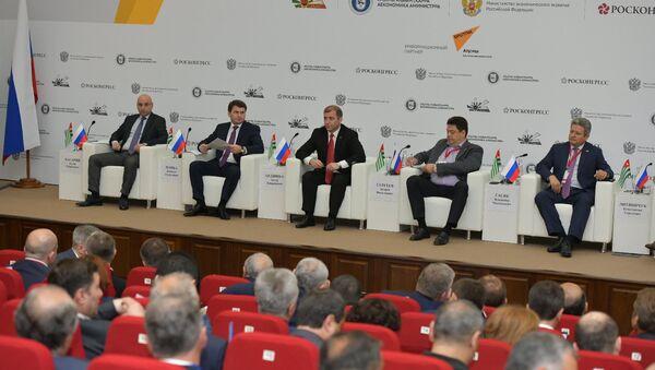 IX Абхазо-российский деловой форум открылся пленарным заседанием - Sputnik Аҧсны