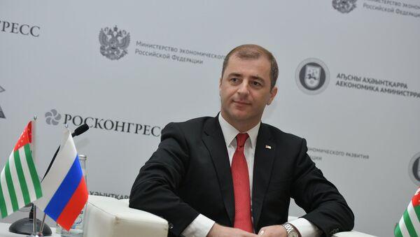 Адгур Ардзинба на IX абхазо-российском деловом форуме в Сухуме - Sputnik Абхазия