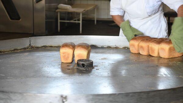 На вкус и вес: как проверяют качество хлеба в Сухуме - Sputnik Абхазия