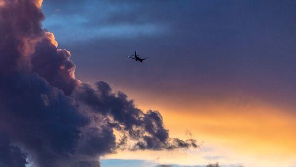 Самолет в небе - Sputnik Абхазия