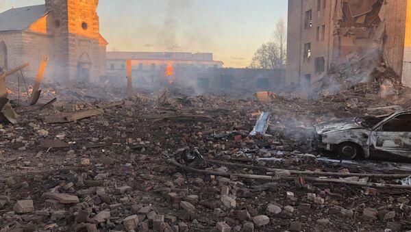 Здание на заводе в Гатчине из-за взрыва обрушилось полностью - Sputnik Абхазия