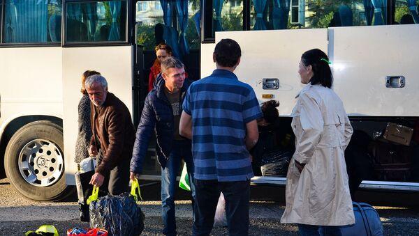 Пассажиры поезда Москва-Сухум, пострадавшие в результате наводнения на Кубани, прибыли в Сухум - Sputnik Абхазия