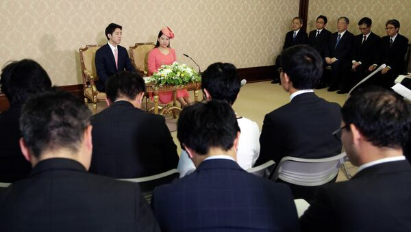Японская принцесса Аяко, и ее жених Кей Мория, на пресс-конференции - Sputnik Абхазия