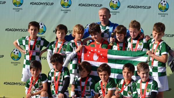 Детская и юношеская команды Нарты из Сухума на Международном турнире по футболу DAGOMYS CUP 2018 в Сочи - Sputnik Аҧсны