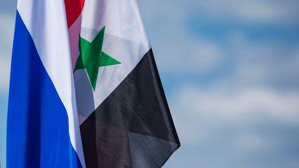 Флаги Сирии и России (справа налево) - Sputnik Абхазия