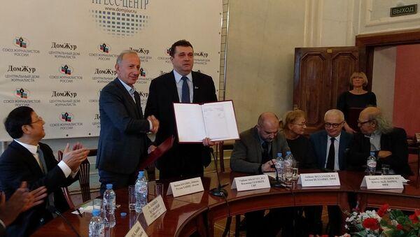 Союз журналистов России подписал соглашение о сотрудничестве с Союзами журналистов Абхазии - Sputnik Абхазия
