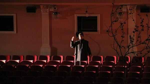 Зрители на сцене, актеры в зале: как прошла античка в РУСДРАМе - Sputnik Абхазия