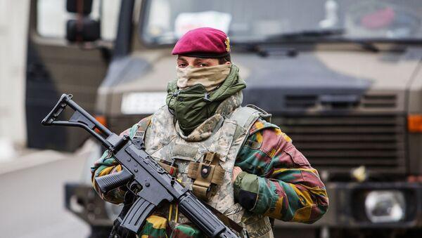 Военнослужащий обеспечивает безопасность в аэропорту Завентем в Брюсселе. - Sputnik Абхазия