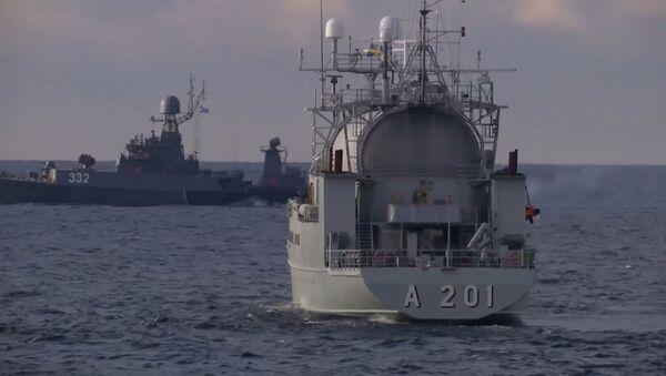 Торпедная дуэль корвета Стойкий и МПК Калмыкия в Балтийском море - Sputnik Абхазия