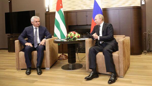 Встреча Президента Республики Абхазия Рауля Хаджимба и Президента Российской Федерации Владимира Путина - Sputnik Аҧсны