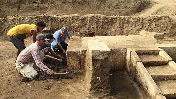 Археологи на месте раскопок в Каире. Архивное фото - Sputnik Аҧсны