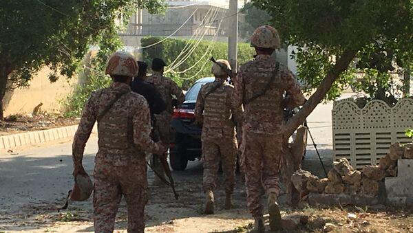 Полиция Пакистана во время атаки на китайское посольство в городе Карачи - Sputnik Аҧсны