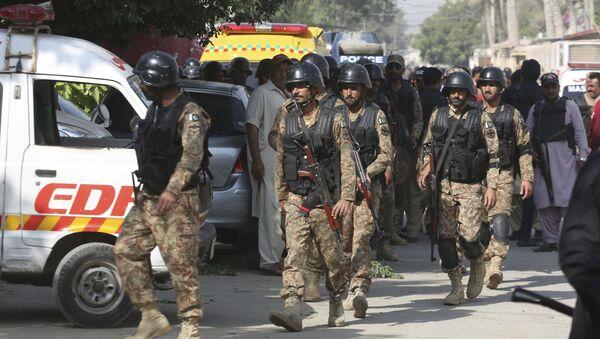 Сотрудники полиции Пакистана у китайского консульства - Sputnik Аҧсны