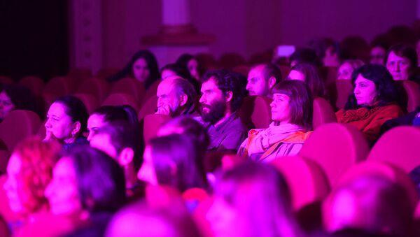 Сценическое представление КИНОРЕВЮ в Абхазской госфилармонии 23 ноября - Sputnik Абхазия