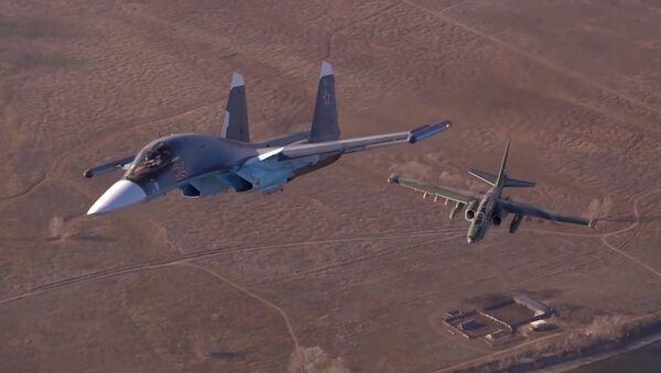 Уникальные кадры воздушных тренировок летчиков Су-25 и Су-34   - Sputnik Абхазия