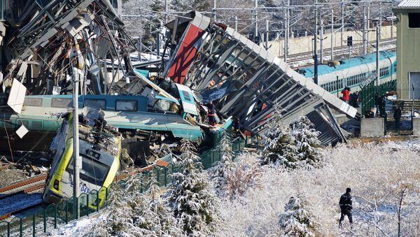 Скоростной поезд  сошёл с рельсов в Анкаре - Sputnik Абхазия