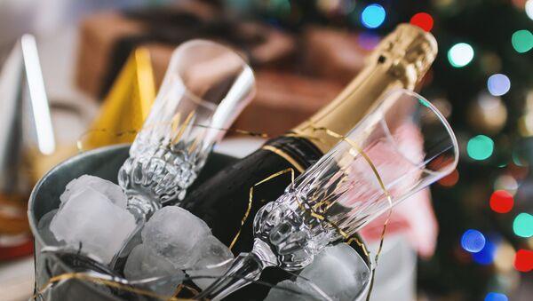 Бутылка шампанского - Sputnik Абхазия