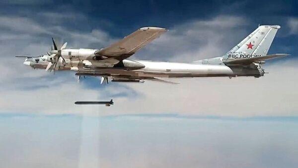 Нанесение авиаударов Ту-95МС крылатыми ракетами ХА-101 по объектам террористов в Сирии - Sputnik Абхазия