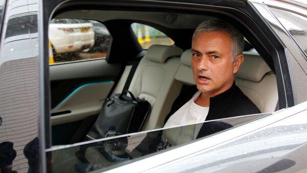 Жозе Моуринью в автомобиле после ухода с поста тренера в Манчестер Юнайтед, 18 декабря 2018 - Sputnik Абхазия