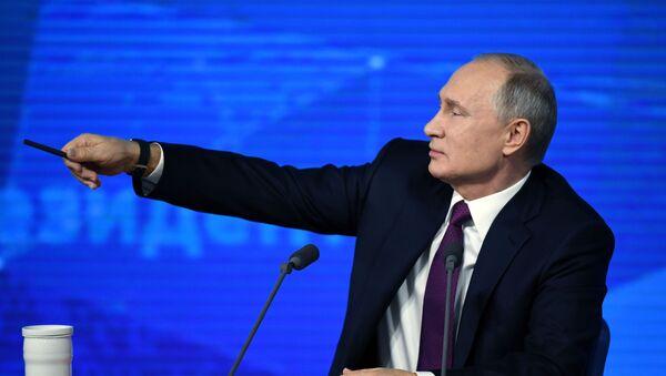 Президент РФ Владимир Путин во время ежегодной большой пресс-конференции в Центре международной торговли на Красной Пресне - Sputnik Аҧсны