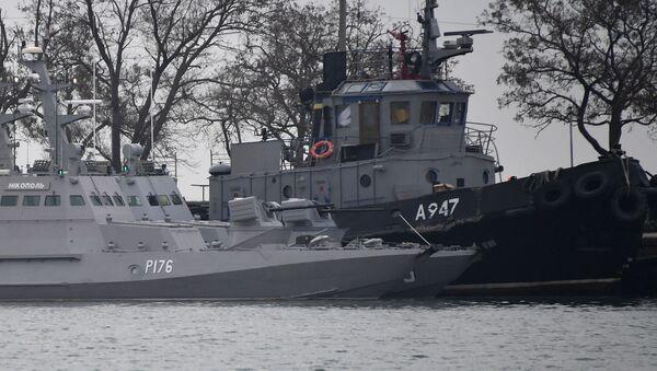 Задержанные украинские корабли доставлены в порт Керчи - Sputnik Абхазия