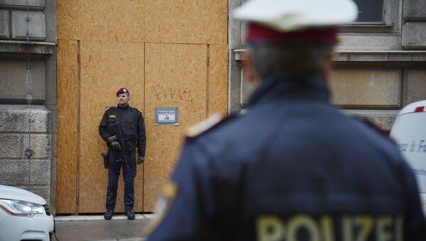 Полицейские возле здания ОПЕК в Вене - Sputnik Абхазия