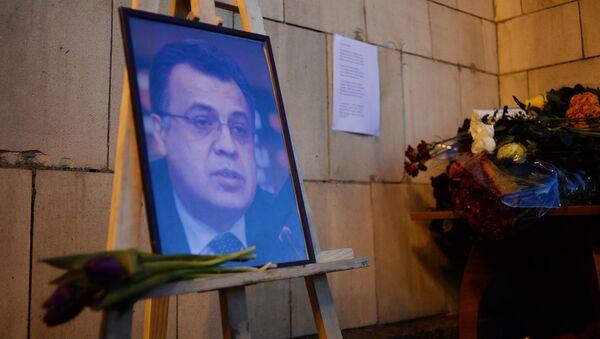 Цветы у здания МИД РФ в связи с гибелью посла России в Турции А. Карлова - Sputnik Абхазия