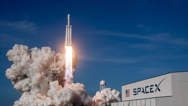 Ракета-носитель Falcon Heavy компании SpaceX успешно стартовала с мыса Канаверал - Sputnik Аҧсны