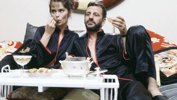 Певец Ринго Старр с женой актрисой Барбарой Бах - Sputnik Абхазия
