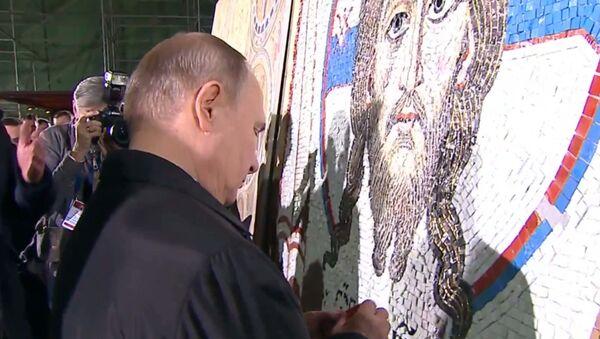 Путин и Вучич завершили работу над мозаичной картиной в храме в Белграде - Sputnik Абхазия