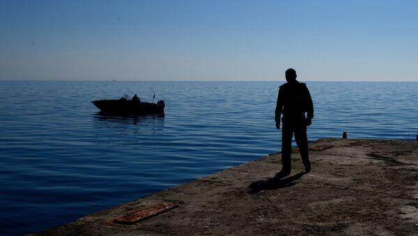 Водолазы обследуют акваторию Черного моря  - Sputnik Абхазия