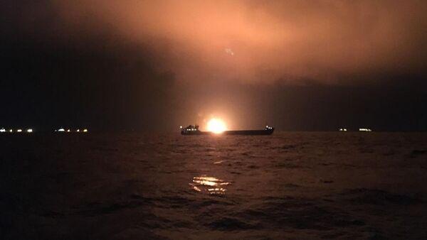 В Керченском проливе загорелись два судна  - Sputnik Абхазия