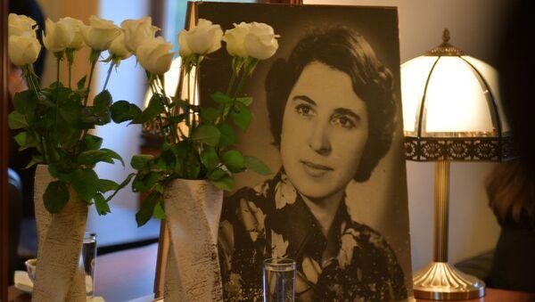 Портрет актрисы Нелли Лакоба в Абхазском драмтеатре - Sputnik Абхазия